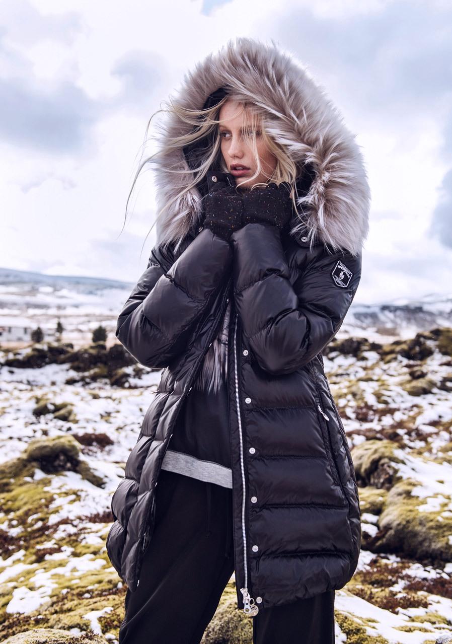01bbbe7f7d7 Emporio Armani EA7   Dámské   Zimní oblečení